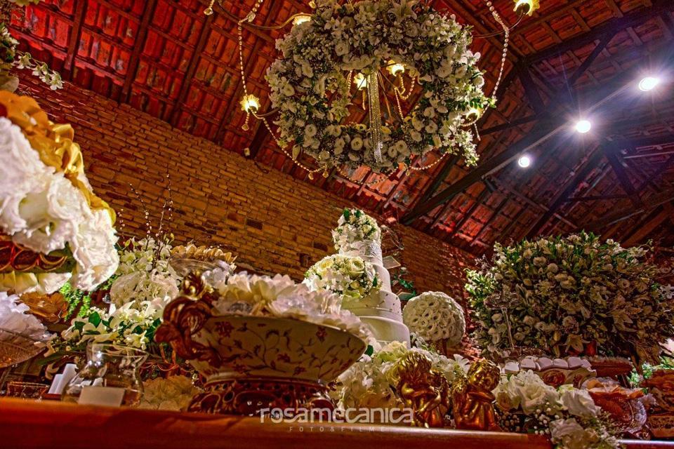 arranjo floral suspenso mesa casamento