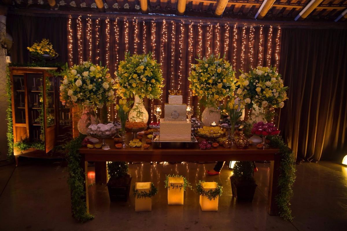 casamento com cortina de lampadinhas