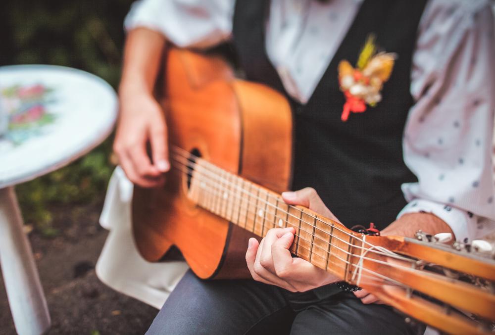 Por que escolher a voz e violão em casamento?